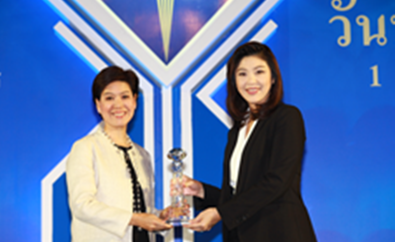 รางวัลบริษัทประกันชีวิตที่มีการบริหารงานดีเด่น ชมเชย ประจำปี 2553 และรางวัลตัวแทนประกันชีวิตคุณภาพดีเด่น ประจำปี 2553
